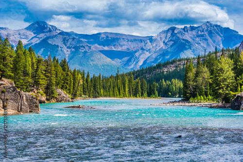 Fotobehang Bergrivier Bow River, Banff, Alberta, Canada