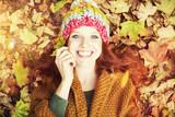 Fototapety Junge Frau im Herbst