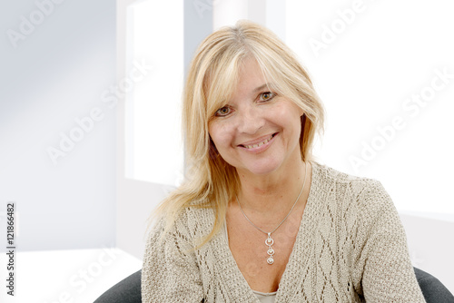 Poster Portrait of mature smiling blond woman