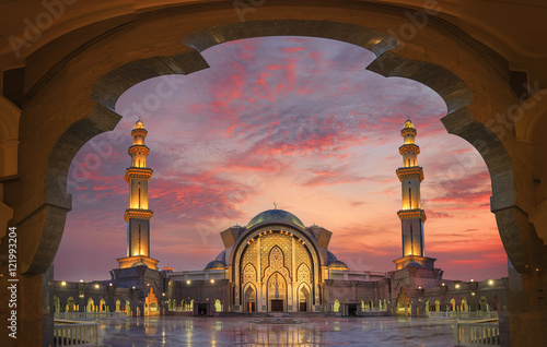 Spoed canvasdoek 2cm dik Kuala Lumpur In framming the mosque with beautiful sunset light