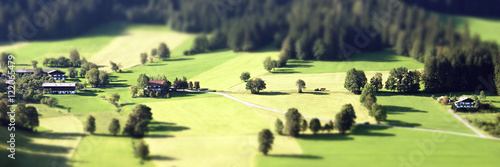 Fotobehang Zwavel geel Panorama einer Landschaft mit Tilt Shift Effekt