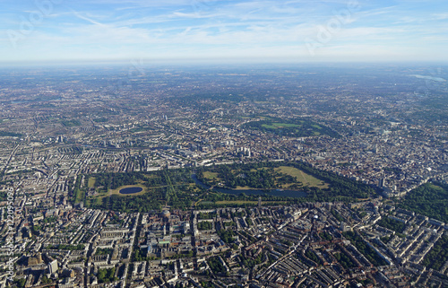 Papiers peints Londres Aerial view of Central London and Hyde Park from an airplane window