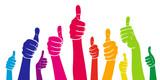 Set: Viele Hände mit Daumen hoch in Regenbogenfarben / Vektor-Illustration, freigestellt - 122119484