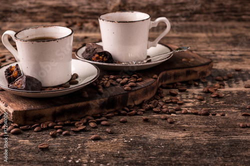 Papiers peints Café en grains coffee cup with roasted beans on wooden background