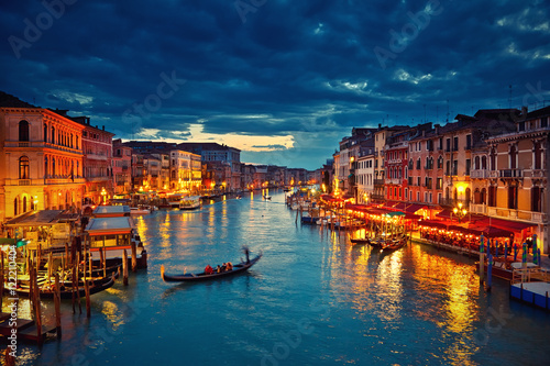 Papiers peints Venise View on Grand Canal from Rialto bridge at dusk, Venice, Italy