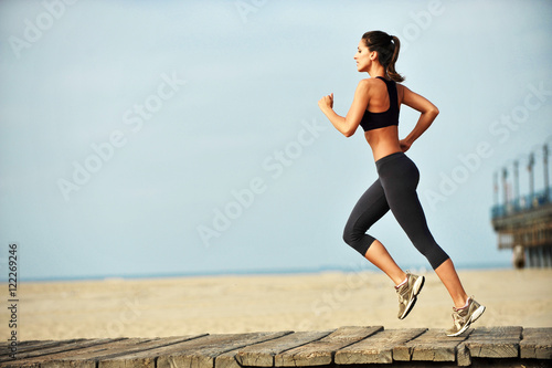 Poster Jogging Woman running on Santa Monica Beach Boardwalk