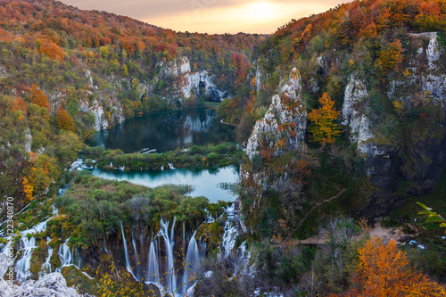 Fototapeta Amazing waterfall and autumn colors in Plitvice Lakes