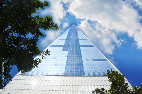 Poster Tall skyscraper in Manhattan New York with blue sky and clouds