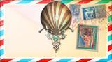 Cartolina vintage di posta aerea con francobolli e mongolfiera - 122501873