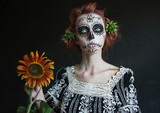 photo portrait of a girl in the image los Muertos with a sunflower