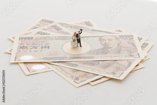 新婚夫婦とお金 © maccc