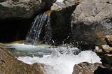 Río aguas limpias en cascada El Salto de Sallent de Gállego, Huesca (España)