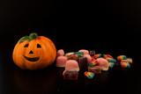 halloween in novembre con la zucca e caramelle