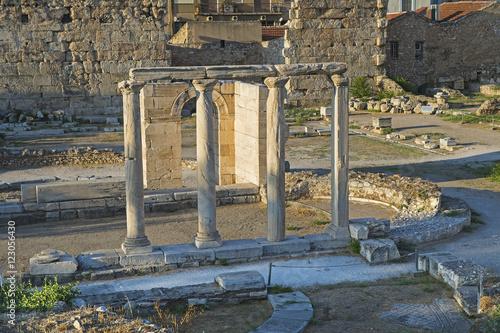 Säulen der Hadriansbibliothek beim Monastiraki-Platz in Athen Poster