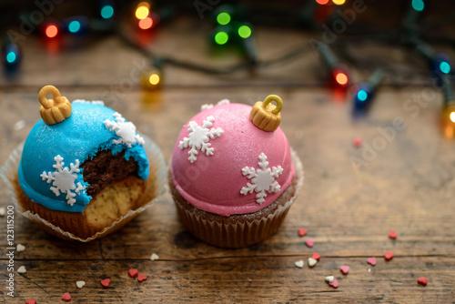 Poster Christmas cupcakes on windowsill