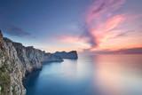 zauberhaftes Licht am Abend an der Felsküste Mallorcas