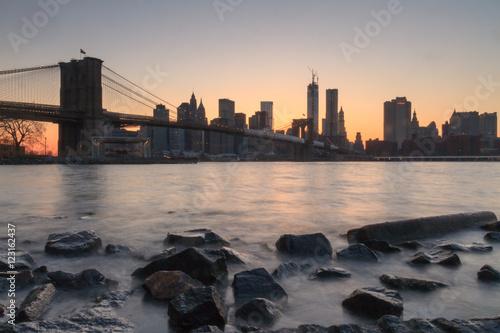 new-york-city-skyline-z-brooklyn-o-zmierzchu
