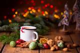 Duftende heiße Schokolade zu Weihnachten