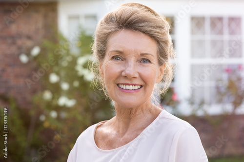Foto Murales Smiling senior woman