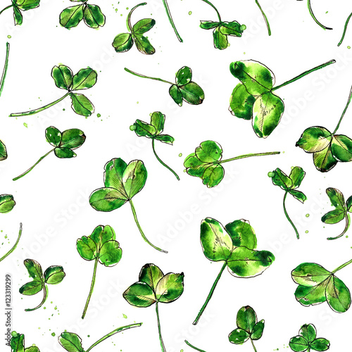 Seamless pattern with watercolor clover leaves © cat_arch_angel