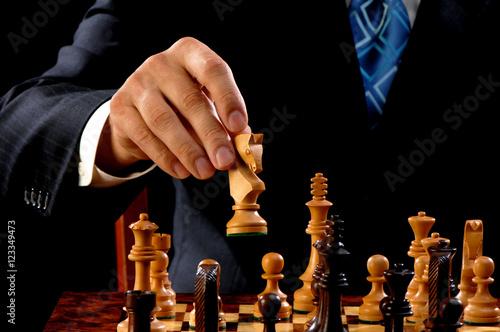 Fotografiet Man playing chess on black