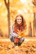 Leinwanddruck Bild - Frau im Herbst erholen