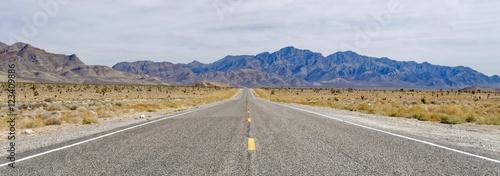 Keuken foto achterwand Route 66 Desert Highway near Area 51 in Nevada, USA