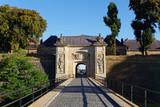 Porte entrée ville - 123429043