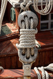 Vintage deadeye and ropes of an old sailboat - 123556257