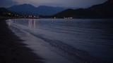 sahilde dalga sesleri ve akşam vakitleri