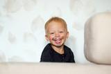 веселый двухлетний мальчик с усами