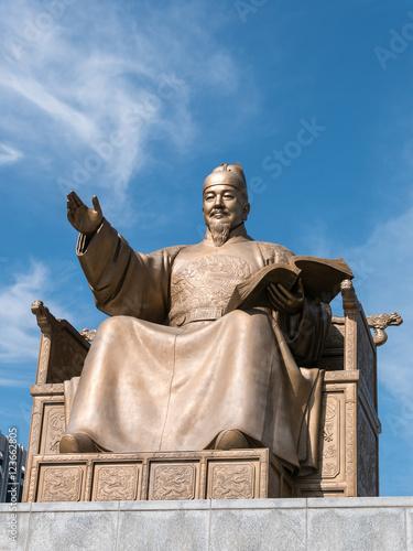 Deurstickers Seoel Statue of King Sejong at the Gwanghwamun square (光化門広場 世宗大王像) in Seoul, Korea
