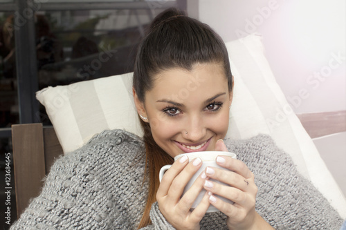 Poster, Tablou Young woman smiling drinking coffee