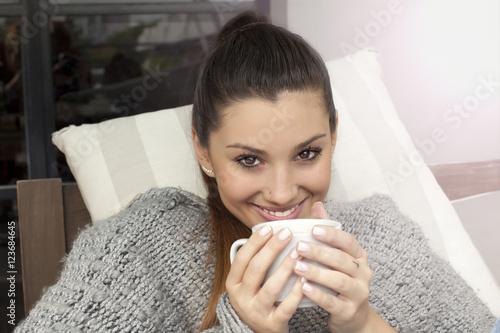 Zdjęcia Young woman smiling drinking coffee