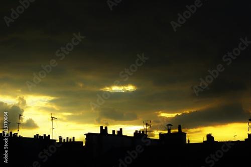 Foto Murales Крыши домов в Париже на фоне вечернего неба.
