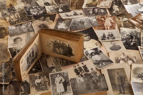 Vecchie fotografie con album fotografico © effe64