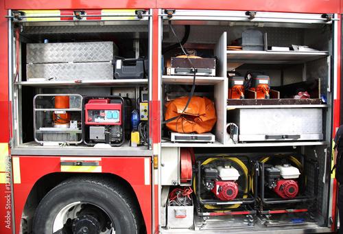 Sprzęt ratunkowy Wewnątrz zapakowany wewnątrz wóz strażacki