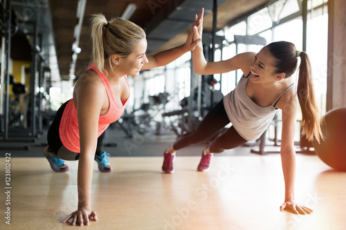 Póster Beautiful women working out in gym