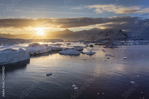 Foto op Canvas Antarctica Antarctic sunrise