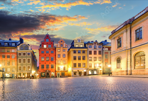 Foto op Aluminium Scandinavië Scenic summer night - Big Square (Stortorget) in the Old Town (