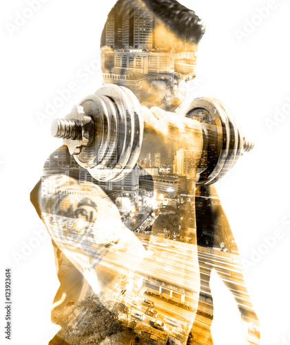 Vida saludable y deporte.Gimnasia ,fitness y entrenamiento con pesas.Doble exposicion - 123923614