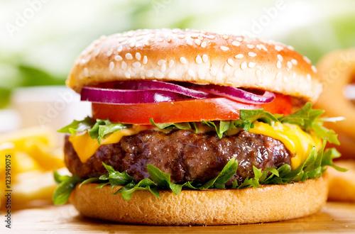 hamburger-z-frytkami