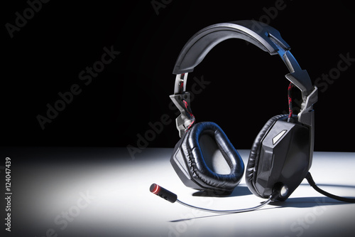 Poster gaming headphones