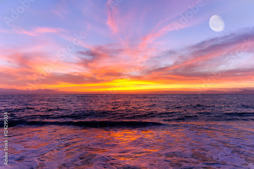 Foto op Canvas Crimson Sunset Ocean Moon