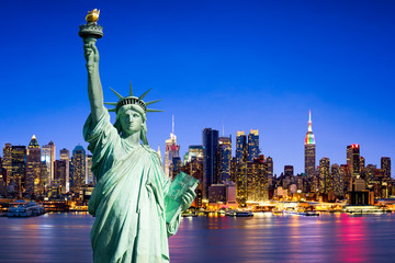 New York City skyline mit Freiheitsstatue