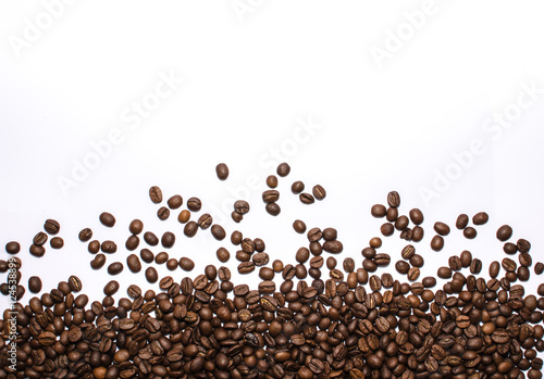 Fotobehang Koffiebonen Coffee beans on white.