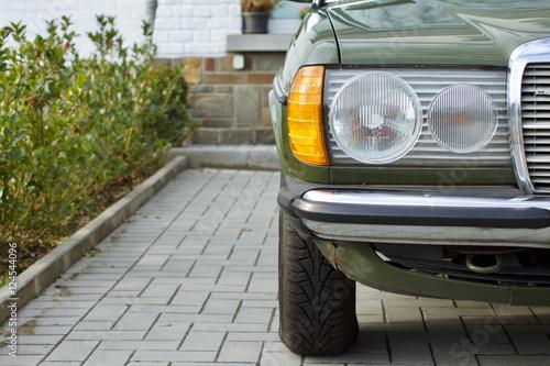 Deutsche Youngtimer Limousine der Siebzigerjahre und Achtzigerjahre mit Doppelsc Poster