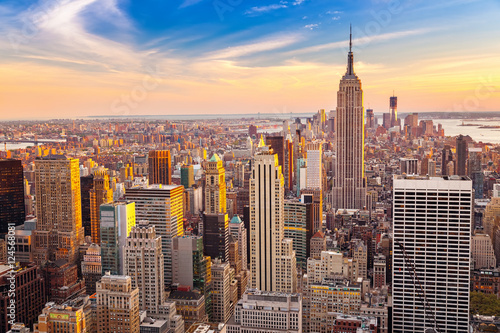 Poster Aerial view of New York City Manhattan at sunset