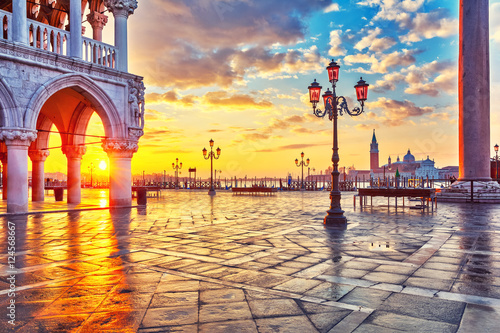 Fotografiet Piazza San Marco at sunrise, Vinice, Italy