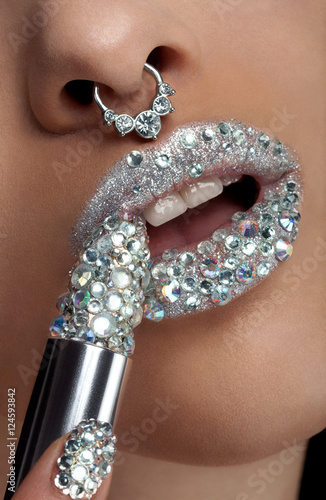 Juliste Diamond lips with lipstick in gem in close up photo